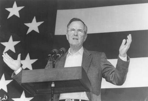 President George H.W. Bush speaks to Beeville residents at a barbecue held in his honor on Dec. 28, 1991. Photo: San Antonio Express-News File Photo