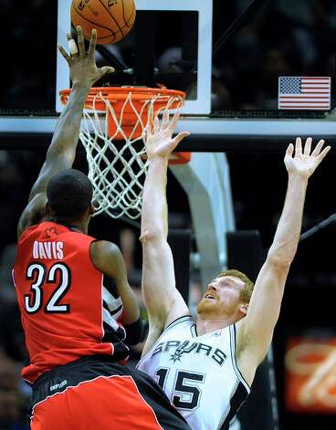 Matt Bonner (15) of the Spurs defends as Ed Davis (32) of the Toronto Raptors shoots during first-half action at the AT&T Center on Wednesday, Dec. 26, 2012. Photo: Billy Calzada, San Antonio Express-News / SAN ANTONIO EXPRESS-NEWS