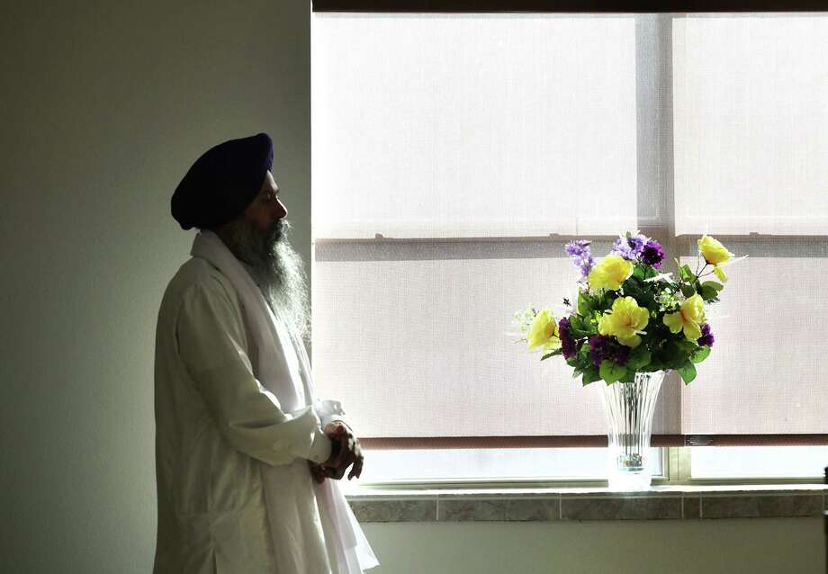 A Sikh priest prepares to lead a meditaion at a special service at the Sikh Center of San Antonio, a vigil for the Sikh members killed in a temple in Wisconsin.  Monday, Aug. 6, 2012. Photo: Bob Owen, San Antonio Express-News / © 2012 San Antonio Express-News