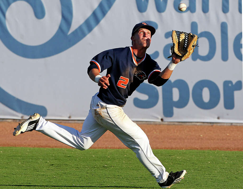 Roadrunner right fielder John Welborn runs down a shot to the deep corner as UTSA hosts Baylor at Wolff Stadium in San Antonio on April 24, 2012. Photo: TOM REEL, San Antonio Express-News / San Antonio Express-News