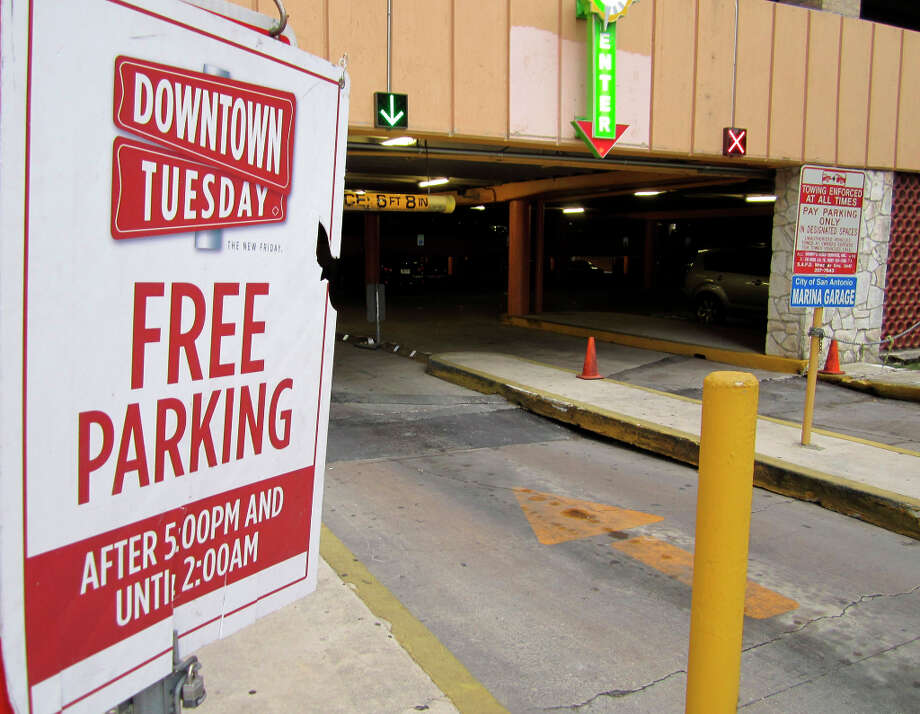 Free parking on Tuesday nights (officially called Downtown Tueday) made its debut in February. Photo: Neal Morton, San Antonio Express-News / © 2012 San Antonio Express-News