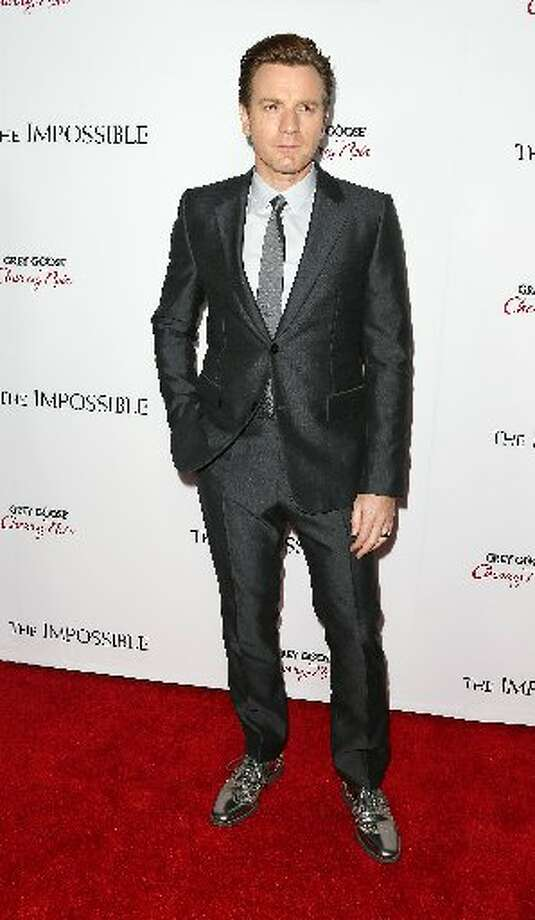 Actor Ewan McGregor attends the premiere of Summit Entertainment's The Impossible at the ArcLight Cinerama Dome on December 10, 2012 in Hollywood, California. (Photo by Frederick M. Brown/Getty Images)