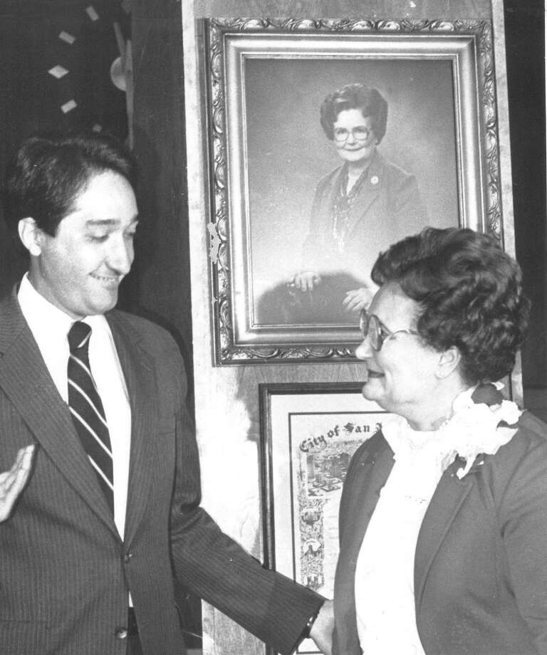 Mayor Henry Cisneros and former mayor Lila Cockrell unveil a portrait of Cockrell on Feb. 24, 1984. Theater of Performing Arts gets new name : Lila Cockrell Theater. Photo: Joe Barrera Jr., Express-News File Photo / San Antonio Express-News