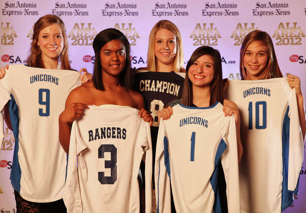 Portrait of New Braunfels' Neka Cuppetilli, (from left) Smithson Valley's Nina Mody-Bailey, Boerne Champion's Claire Kreuz, New Braunfels' Daniella Villarreal and New Braunfels' Jessica Waldrip Thursday Dec. 13, 2012. Photo: Edward A. Ornelas, Express-News / © 2012 San Antonio Express-News