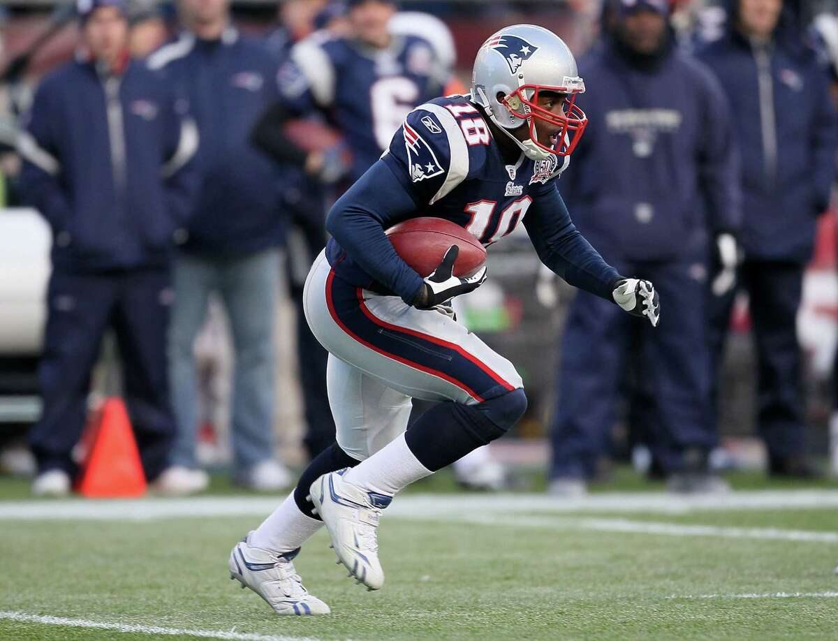 FOXBORO, MA - JANUARY 10: Matthew Slater #18 of the New England Patriots returns a kick against the Baltimore Ravens during the 2010 AFC wild-card playoff game at Gillette Stadium on January 10, 2010 in Foxboro, Massachusetts. (Photo by Jim Rogash/Getty Images)