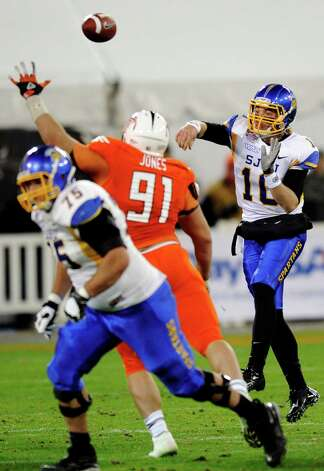San Jose State quarterback David Fales (10) passes against Bowling Green defensive tackle Chris Jones (91) during the second half of the Military Bowl NCAA college football game, Thursday, Dec. 27, 2012, in Washington. San Jose State won 29-20. (AP Photo/Nick Wass) Photo: Nick Wass