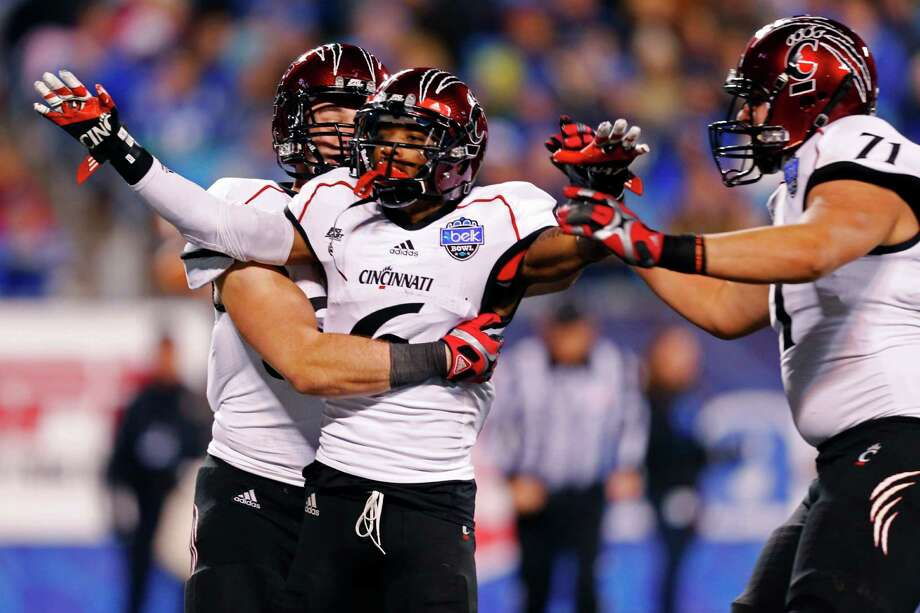 Cincinnati's Anthony McClung (6) reacts with Eric Lefeld (71) after his touchdown against Duke during the first half of the Belk Bowl NCAA college football game in Charlotte, N.C., Thursday, Dec. 27, 2012. (AP Photo/Chuck Burton) Photo: Chuck Burton