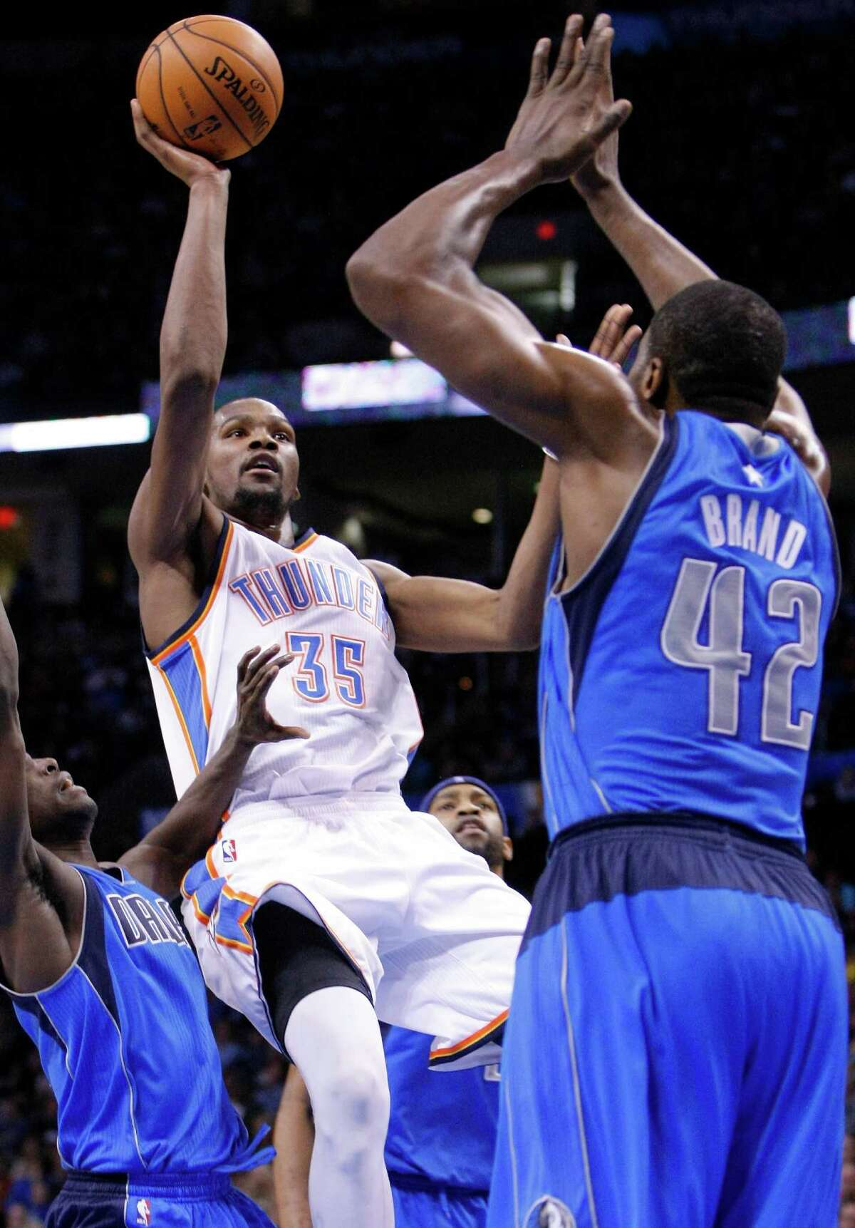 Oklahoma City Thunder forward Kevin Durant, center, goes up for a basket in front of Dallas Mavericks' Elton Brand during the second half of an NBA basketball game in Oklahoma City, Thursday, Dec. 27, 2012. Oklahoma City won 111-105. (AP Photo/Alonzo Adams)