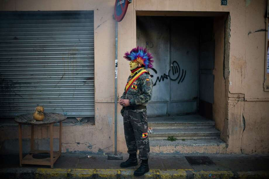 This guy had a smoke before the battle. A final cigarette before execution by flour? (Photo by David Ramos/Getty Images) Photo: David Ramos, Ap/getty / 2012 Getty Images
