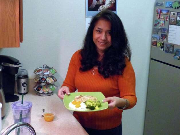 Yvonne Gallardo lost 60 pounds and has been able to keep it off through portion control and healthful foods. Photo: Billy Calzada, San Antonio Express-News / SAN ANTONIO EXPRESS-NEWS