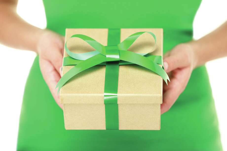 Give green housewarming gifts. Fotolia Photo: Maridav / Maridav - Fotolia