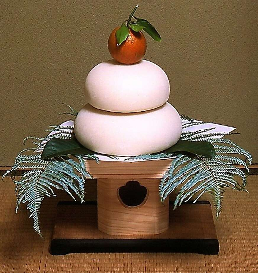 Kagamimochi — displays of two pounded rice cakes with a small orange on top, symbolizing prosperity — are often seen inside Japanese homes at the start of the New Year, celebrated in Japan on Jan. 1 since the end of World War II. Photo: © Jnto