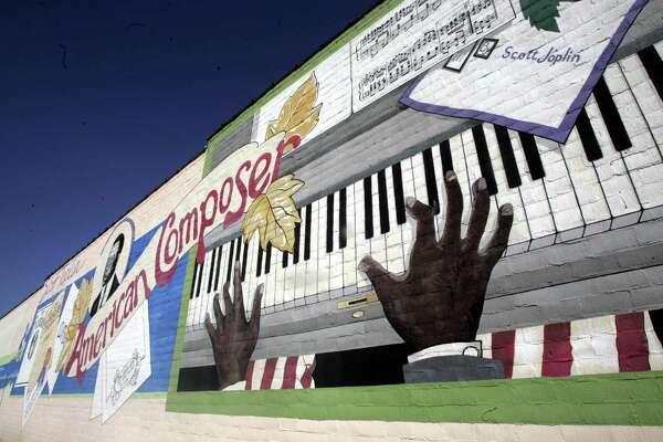 Texarkana A City Of Dueling Pianists Houstonchronicle Com