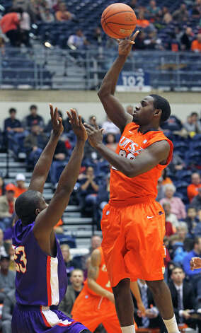 SPORTS UTSA guard Kannon Burrage cranks up a floater on the run as the Roadrunners play the SFA Lumberjacks at the UTSA Convocation Center on February 11, 2012 Tom Reel/ San Antonio Express-News Photo: TOM REEL, Express-News / San Antonio Express-News
