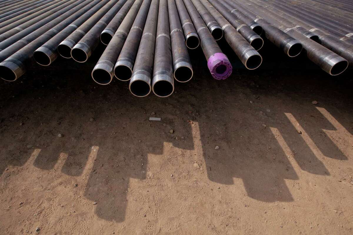 Casings are lined up to be loaded into the well in preparation for the hydraulic fracturing process at a Chesapeake Energy drill site in Dimmit County in the Eagle Ford Shale. The Texas Tribune (Galbraith: Drilling). Credit: Tamir Kalifa for The Texas Tribune.
