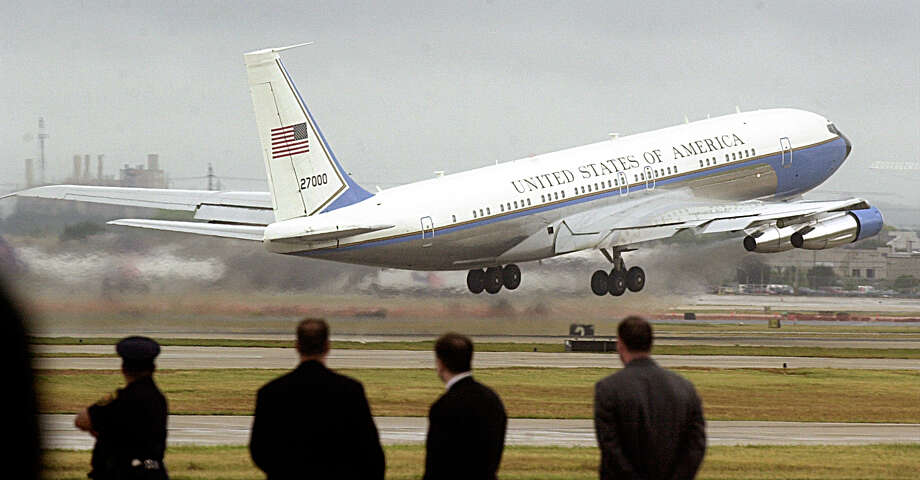 Boeing announced it would bring maintenance duties for Air Force One and other aircraft in the government's fleet of executive jets to San Antonio. Photo: DELCIA LOPEZ, SAN ANTONIO EXPRESS NEWS / SAN ANTONIO EXPRESS NEWS