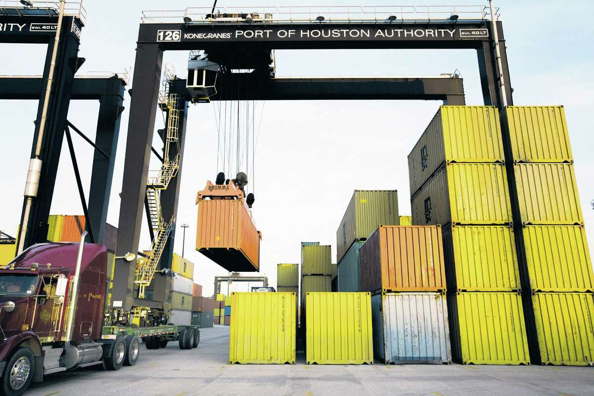 A federal mediator averted a strike which would have halted the flow of goods to the eastern U.S.