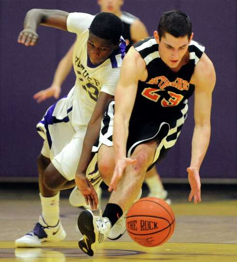 CBA's Daniel Owens (23), left, and Bethlehem's Nathan Kane (23) chase a loose ball during their bask
