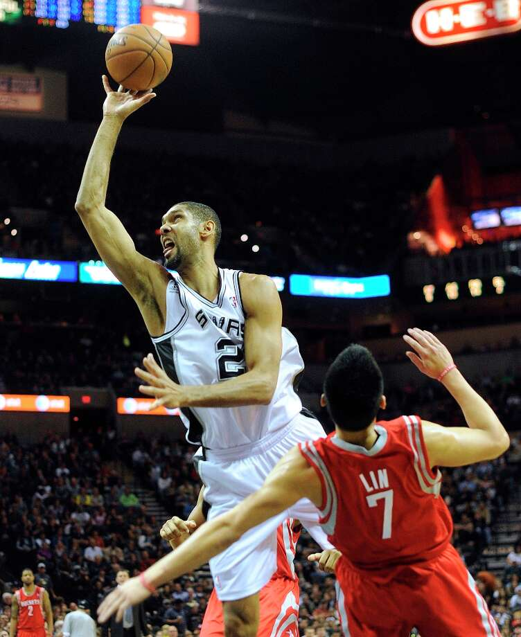 Jeremy Lin of the Rockets draws a charging foul on Tim Duncan of the Spurs at the AT&T Center on Friday, Dec. 28, 2012. Photo: Billy Calzada, San Antonio Express-News / SAN ANTONIO EXPRESS-NEWS