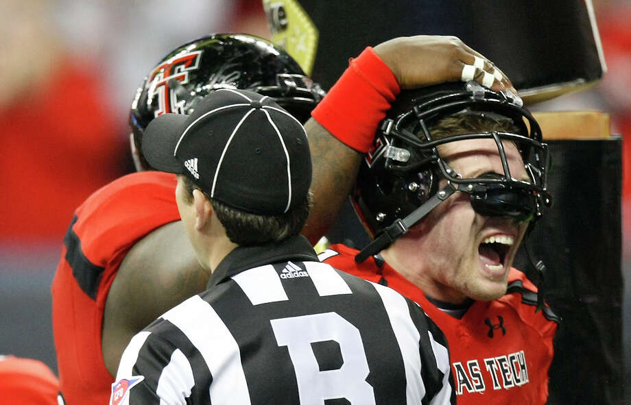 Texas Tech quarterback Seth Doege, right, celebrates his touchdown dive during the second quarter of his Meineke Car Care Bowl college football game against Minnesota, Friday, Dec. 28, 2012, in Reliant Stadium in Houston. Photo: Nick De La Torre, Houston Chronicle / © 2012  Houston Chronicle