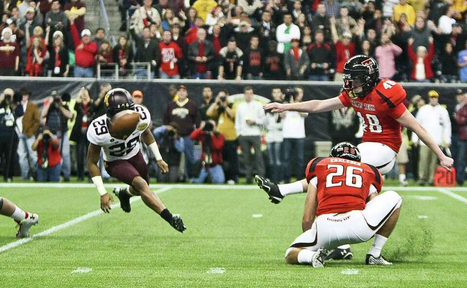 Texas Tech place kicker Ryan Bustin (48) kicks the game winning field goal as Minnesota's Mike Ralli