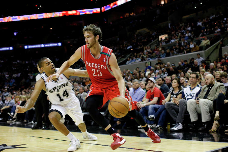 Chandler Parsons (25) and Gary Neal. Photo: Eric Gay, Associated Press / AP