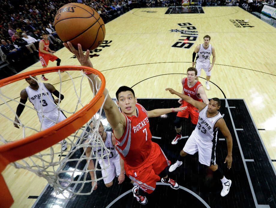 Jeremy Lin (7) scores as Stephen Jackson (3),  Manu Ginobili, center, of Argentina, and Boris Diaw (33) look on. Photo: Eric Gay, Associated Press / AP