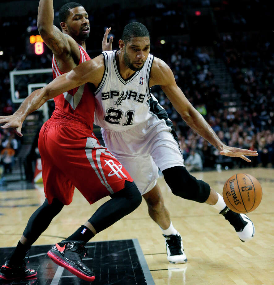 Tim Duncan (21) works the ball around Marcus Morris. Photo: Eric Gay, Associated Press / AP