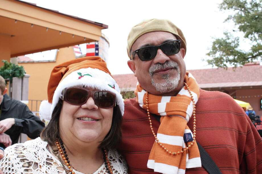 Valero Alamo Bowl fans on Saturday, Dec. 29, 2012, at the Alamodome. Photo: Libby Castillo, MySA.com