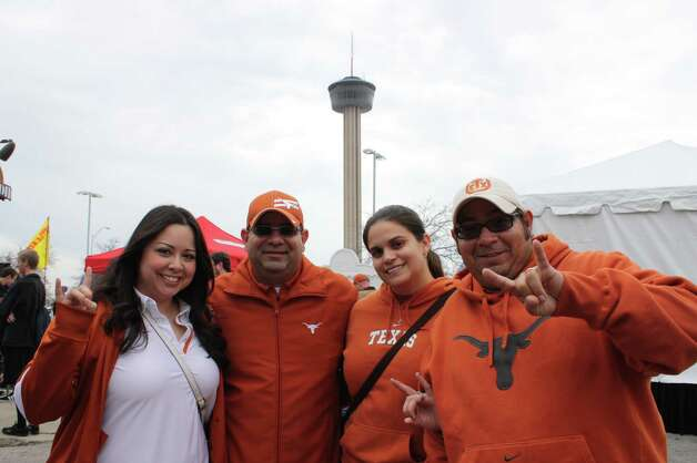 Valero Alamo Bowl fans on Saturday, Dec. 29, 2012, at the Alamodome. Photo: Libby Castillo, MySA.com