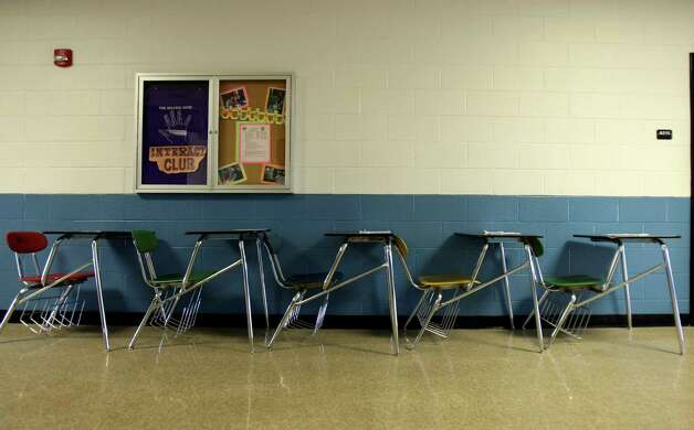 Desks line the wall of a hallway at Clark in order to accommodate larger number of students for different class periods. The students haul them in as needed. Photo: Helen L. Montoya, San Antonio Express-News / ©SAN ANTONIO EXPRESS-NEWS