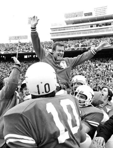 Darrell Royal won three national championships with the Texas Longhorns. Photo: Anonymous, STF / AP1973