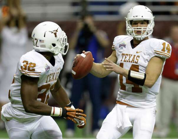 Texas' David Ash (14) looks to pass to Johnathan Gray (32) during the first quarter of the Alamo Bowl NCAA football game against Oregon State, Saturday, Dec. 29, 2012, in San Antonio.  (AP Photo/Eric Gay) Photo: Eric Gay, Associated Press / AP
