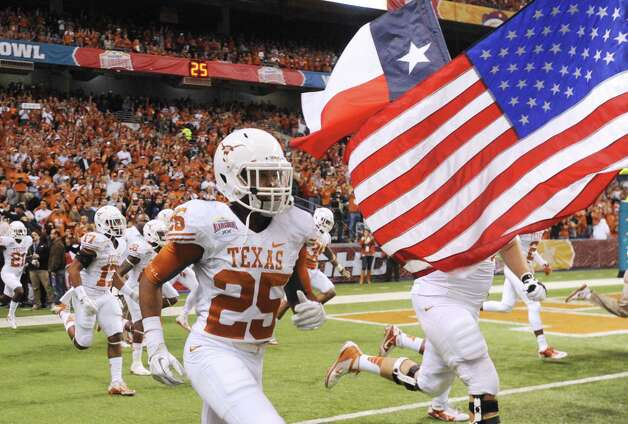 The Texas Longhorns take to the field for their Alamo Bowl game matchup against the Oregon State Beavers in the Alamodome on Saturday, Dec. 29, 2012. Photo: Billy Calzada, Express-News / SAN ANTONIO EXPRESS-NEWS