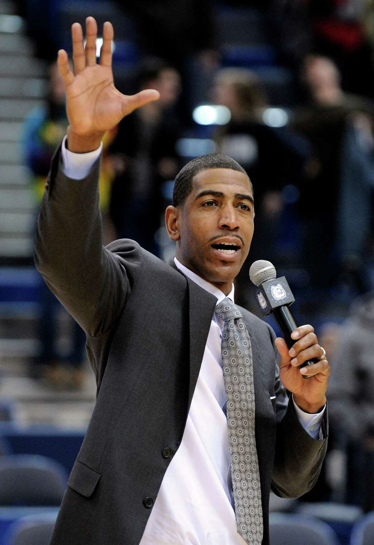 Connecticut coach Kevin Ollie speaks to the crowd after his team's 61-53 victory over Washington in an NCAA college basketball game in Hartford, Conn., Saturday, Dec. 29, 2012. Earlier in the afternoon Connecticut officials announced that Ollie had been awarded a new multi-year contract. (AP Photo/Fred Beckham)