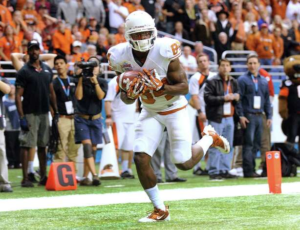 Texas receiver Marquise Goodwin catches the game-winning touchdown against Oregon State late in the fourth quarter of the Valero Alamo Bowl on Saturday, Dec. 29, 2012. Texas won, 31-27. Photo: Billy Calzada, San Antonio Express-News / SAN ANTONIO EXPRESS-NEWS