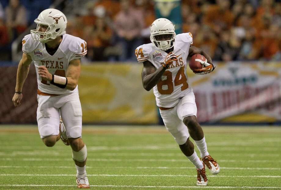 Texas' Marquise Goodwin (84) races around the end past David Ash (14) on a 64-yard touchdown run against Oregon State during the first half of the Alamo Bowl at the Alamodome in San Antonio, Texas, on Saturday, December 29, 2012. (Rodolfo Gonzalez/Austin American-Statesman/MCT) Photo: RODOLFO GONZALEZ, McClatchy-Tribune News Service / Austin American-Statesman