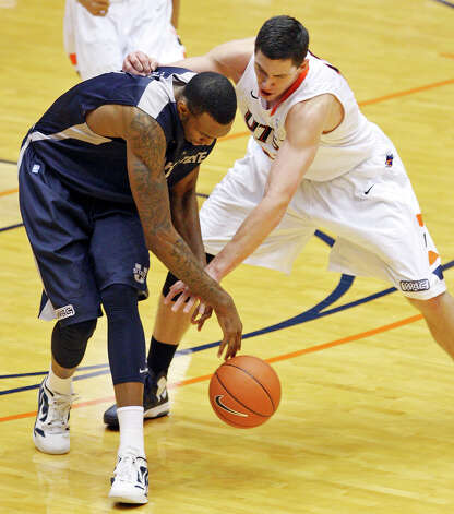 Utah State's Jarred Shaw and UTSA's Jeromie Hill grab for a loose ball during second half action Saturday Dec. 29, 2012 at the UTSA Convocation Center. Utah State won 71-67. Photo: Edward A. Ornelas, Express-News / © 2012 San Antonio Express-News