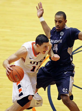 UTSA's Jeromie Hill looks for room around Utah State's Kyisean Reed during second half action Saturday Dec. 29, 2012 at the UTSA Convocation Center. Utah State won 71-67. Photo: Edward A. Ornelas, Express-News / © 2012 San Antonio Express-News