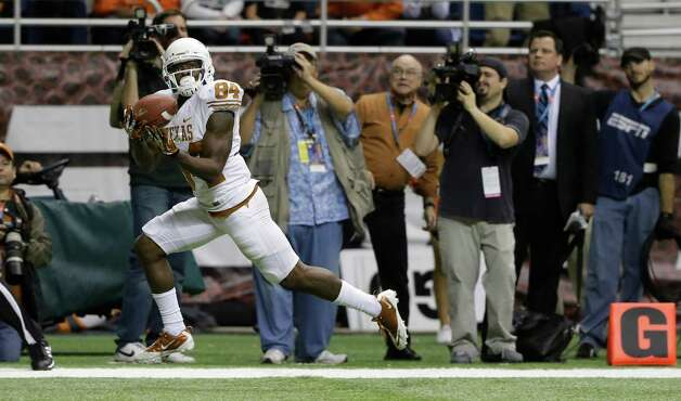 Texas' Marquise Goodwin (84) catches the winning touchdown during the fourth quarter of the Alamo Bowl NCAA football game against Oregon State, Saturday, Dec. 29, 2012, in San Antonio.  Texas won 31-27. (AP Photo/Eric Gay) Photo: Eric Gay, Associated Press / AP