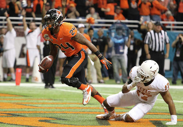 Oregon State's Storm Woods (24) scores a touchdown against Texas' Adrian Phillips (17) in the first half of the 2012 Valero Alamo Bowl on Saturday, Dec. 29, 2012. Photo: Kin Man Hui, Express-News / © 2012 San Antonio Express-News