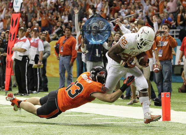 Texas' Johnathan Gray (32) runs in for a touchdown against Oregon State's Reuben Robinson (13) in the second half of the 2012 Valero Alamo Bowl on Saturday, Dec. 29, 2012. Texas won, 31-27. Photo: Kin Man Hui, Express-News / © 2012 San Antonio Express-News