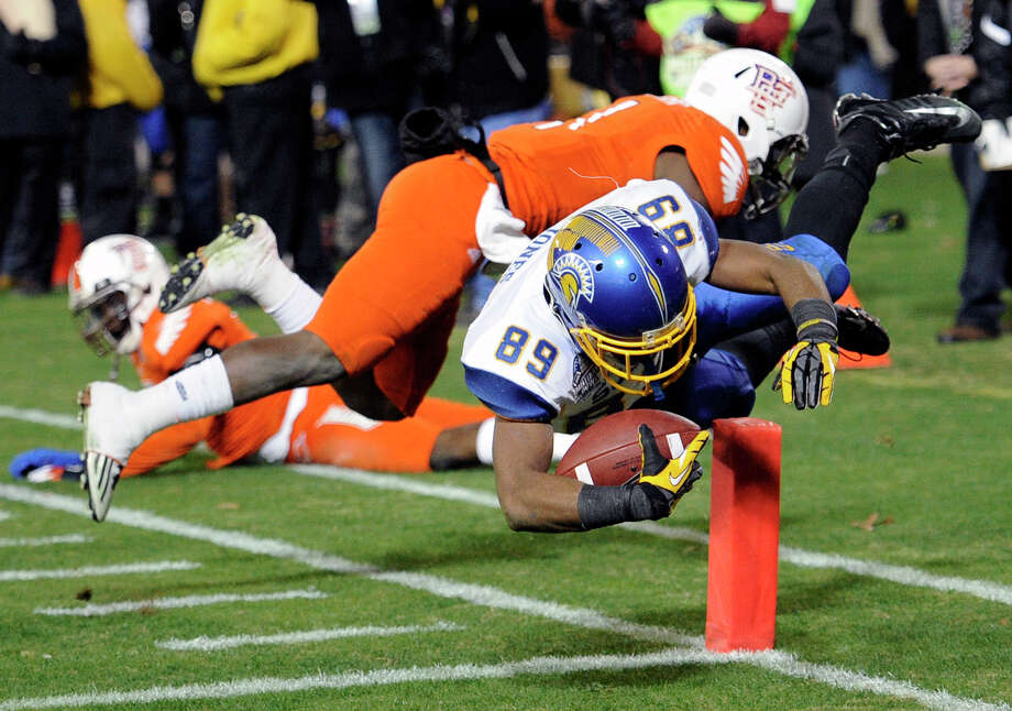 Military Bowl Presented By Northrop Grumman, Dec. 27: San Jose State 29, Bowling Green 20; RFK Stadium in Washington, D.C.; Payout: $1,000,000 PHOTO: San Jose State wide receiver Chandler Jones (89) dives for a touchdown against Bowling Green defensive back Darrell Hunter (behind) during the second half of the Military Bowl. Photo: Nick Wass, Associated Press / FR67404 AP