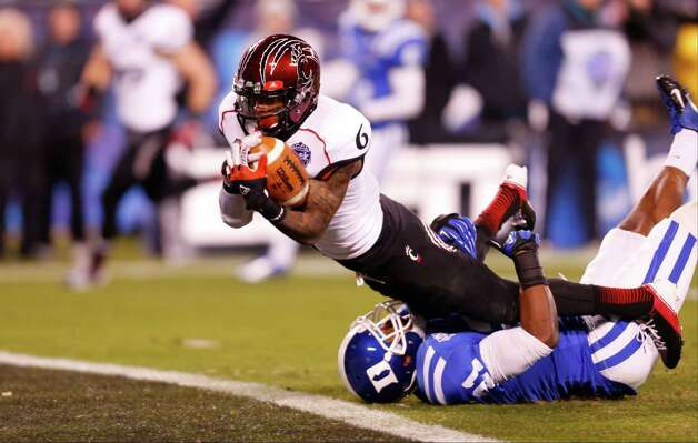 Belk Bowl, Dec. 27: Cincinnati 48, Duke 34; Bank of America Stadium in Charlotte, N.C.; Payout: $1,700,000 PHOTO: Cincinnati's Anthony McClung (6) dives into the end zone for a touchdown as Duke's Anthony Young-Wiseman (21) defends during the first half of the Belk Bowl. Photo: Chuck Burton, Associated Press / AP