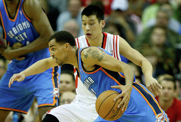 Jeremy Lin defends against Thabo Sefolosha #2 of the Thunder. Photo: Scott Halleran, Getty Images / 2012 Getty Images
