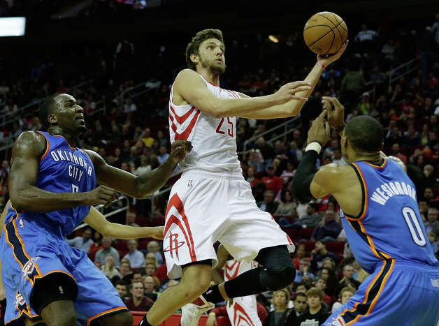 Chandler Parsons #25 of the Rockets shoots against Kendrick Perkins #5 and Russell Westbrook. Photo: Scott Halleran, Getty Images / 2012 Getty Images
