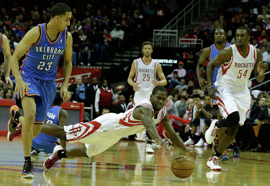 Toney Douglas #15 of the Rockets dives for a ball against the Thunder. Photo: Scott Halleran, Getty Images / 2012 Getty Images