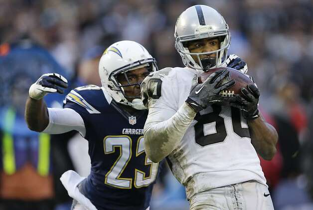 Oakland Raiders wide receiver Rod Streater, right, hauls in a pass as San Diego Chargers cornerback Quentin Jammer looks on during the second half of an NFL football game Sunday, Dec. 30, 2012, in San Diego. (AP Photo/Lenny Ignelzi) Photo: Lenny Ignelzi, Associated Press