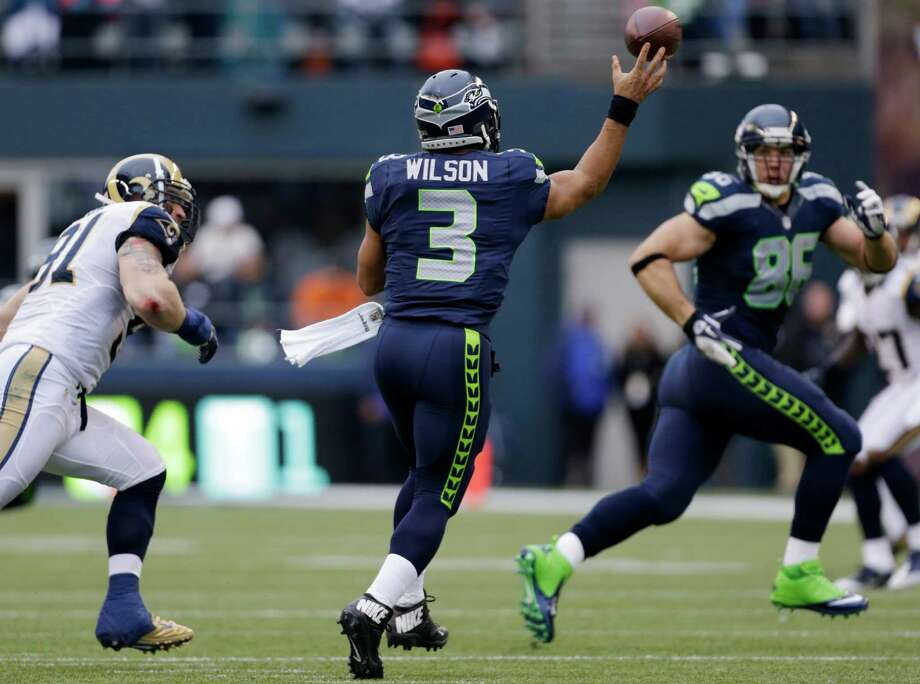 Seattle Seahawks quarterback Russell Wilson (3) passes to Zach Miller (86) in the first half of an NFL football game, Sunday in Seattle. Photo: AP Photo/Elaine Thompson
