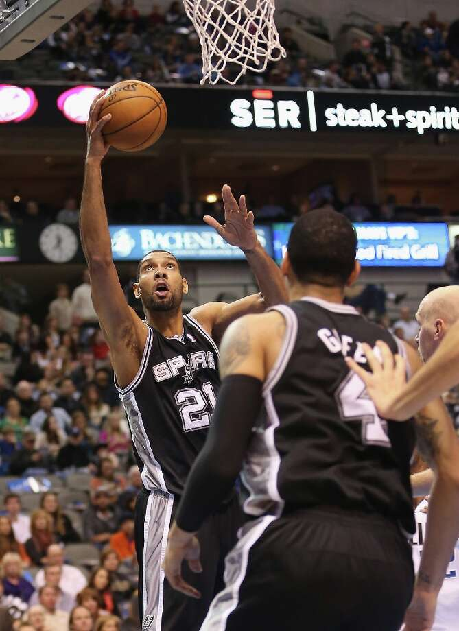 Tim Duncan (21) of the Spurs takes a shot against the Mavericks on Sunday in Dallas. Photo: Ronald Martinez, Getty Images / 2012 Getty Images